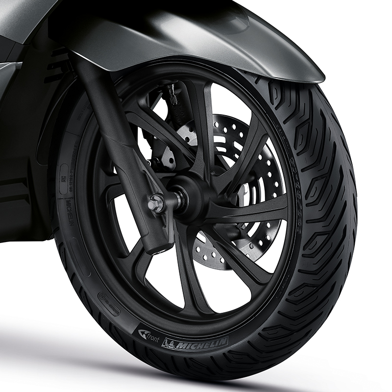 NEW ALLOY WHEELS WITH MICHELIN TYRE